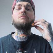 """☝️""""Pour avoir une barbe digne de Maximus, tu utiliseras ta brosse en cactus"""" ⠀ Ne pique pas les yeux (enfin, un peu quand même), mais évite les nœuds dans la barbe ! ⠀ ⠀🍐 Bois de poirier ⠀🌵 Fibre de cactus (Agave) ⠀💡 Petit format, pratique ! ⠀ 📸 @nourstattoo l'artiste de notre """"Dragon Barbe Z"""", l'a déjà bien adoptée ! ⠀ #cavabarber #Lyon #barbe #brosse #vegan #brosseabarbe #barbu #nourstattoo #beard #beardbrush"""